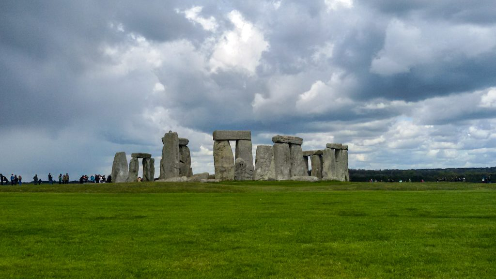 circle stones of stonehenge